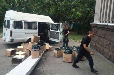 В ОГА Днепропетровска организовали склад формы и продуктов для солдат