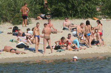 На каких пляжах киевлянам разрешили купаться