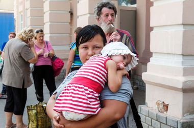 Люди боятся покидать Луганск после расстрела колонны с беженцами, - Веригина