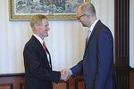 Украина приветствует расширение военно-технического сотрудничества с США - Яценюк