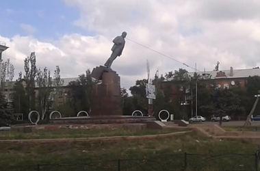 В Северодонецке повалили памятник Ленину