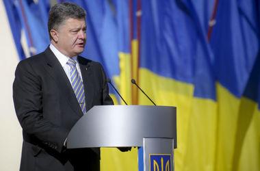 Порошенко пообещал 40 млрд грн на новые самолеты и боевые корабли