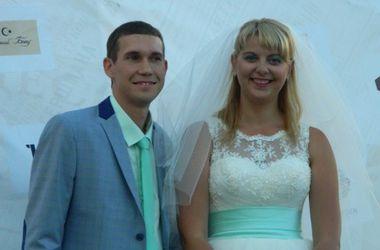 На свадьбу в Одессе пригласили весь город и накрыли самый большой праздничный стол