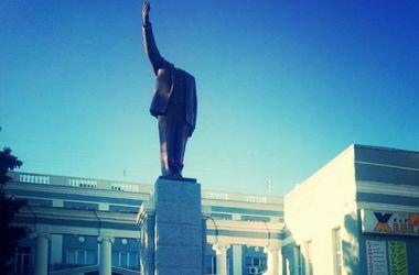 В Харькове за сутки повредили два памятника Ленину