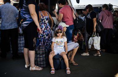 Более 16 тысяч человек прошли через транзитные пункты для переселенцев в Донбассе