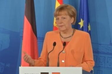 Порошенко и Меркель по телефону обсудили роспуск Верховной Рады