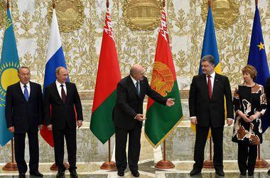 Порошенко готов обсуждать различные варианты достижения мира в Донбассе