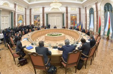 Ни мира, ни войны. Все подробности переговоров в Минске