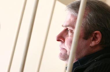 Лозинский свое исправление не доказал: не работал и  нарушал режим
