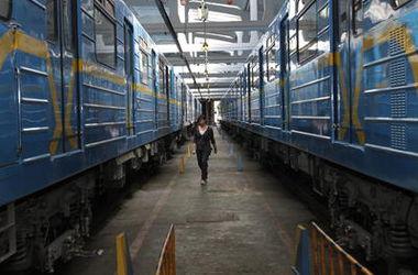 Работники Киевского метро ищут на стациях взрывчатку каждые полчаса