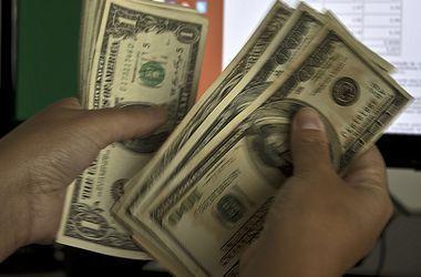 НБУ зафиксировал снижение курса доллара до 13,4 грн/$1