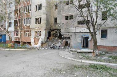Луганск продолжают обстреливать, люди выстраиваются в очереди за хлебом