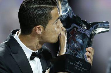 Как Роналду вручали приз лучшему игроку Европы