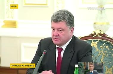 Порошенко заверил, что ситуация контролируемая и призвал украинцев не паниковать