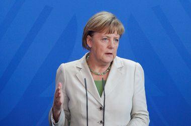 Меркель заявила, что ЕС должен продемонстрировать солидарность с Украиной