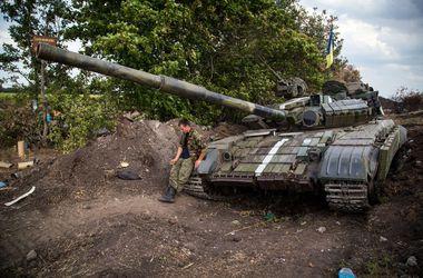 В районе аэропорта Луганск обстреляна колонна сил АТО, есть раненые