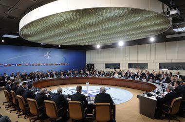 Украина не сможет вступить в НАТО как минимум до 2016 года - политолог