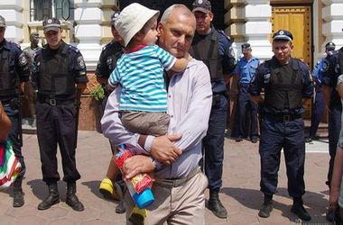 Активисты одесского Евромайдана прорвались в Херсон на суд к Гончаревскому