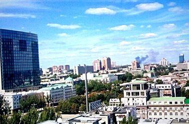 В Донецке снова стреляют и снова виден дым от пожаров