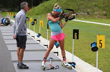 Биатлонистка Дорен Абер тренируется на 8-м месяце беременности