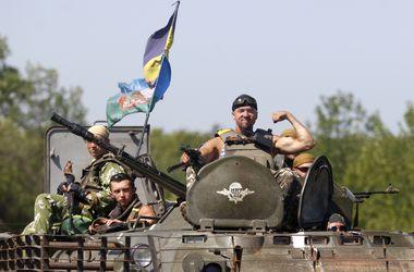 """За сутки силы АТО уничтожили 3 """"Града"""", бронетранспортер и около 100 террористов"""