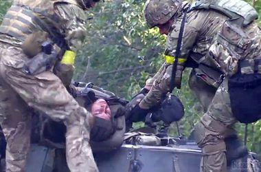 """Раненые из """"иловайского котла"""" прибывают в Днепропетровск"""