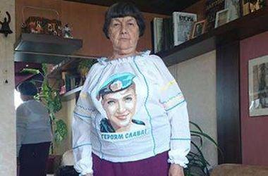 Харьковчанки вышили портрет Надежды Савченко и подарили эксклюзив ее маме