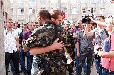 """17 бойцов батальона """"Ивано-Франковск"""" вырвались из """"Иловайского котла"""""""
