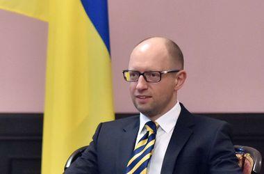 Яценюк: Украине нужна новая оборонная доктрина и стена на границе с Россией