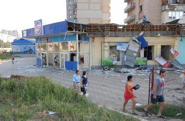 Луганск уже месяц живет без света, воды и связи
