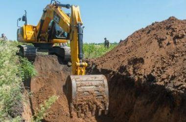 В Сумской области начали строить защитный ров на границе с РФ