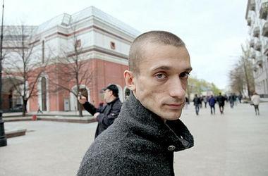 На Красной площади скандальный художник повесился в знак протеста против действий Путина