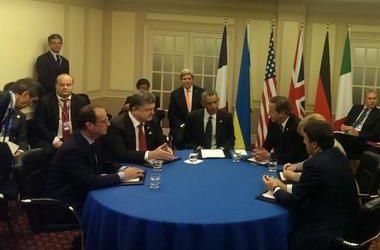 Порошенко на саммите НАТО встретился с Обамой, Меркель и Олландом