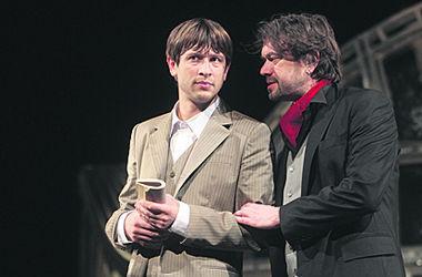 Актер Дмитрий Ступка обручился со своей девушкой