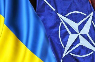 Порошенко: Вопрос членства Украины в НАТО будет поставлен после реформ - Порошенко