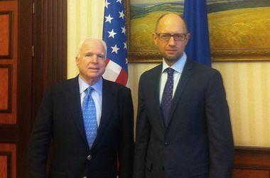 """Яценюк заявил Маккейну, что """"план"""" Путина - это попытка усыпить мировое сообщество"""