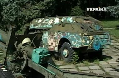 Танк и БТР из тернопольского парка сняли с постамента и отправили в зону АТО