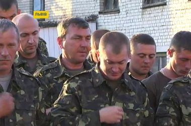 Львовских бойцов провожали в зону АТО молитвами