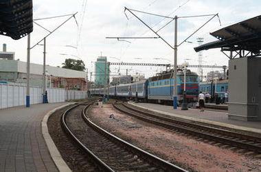 В Киеве под колесами поезда погибла 21-летняя студентка