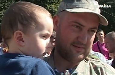 Из Тернополя в зону АТО выехала сотня добровольцев