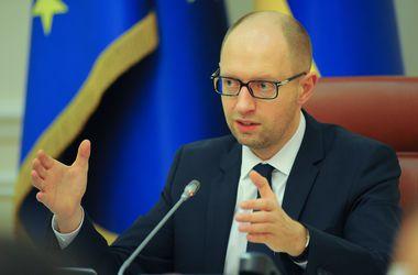 Террористы на Донбассе уничтожают не только инфраструктуру, но и образование - Арсений Яценюк