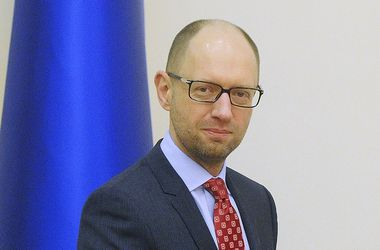 Яценюк поздравил с 22-й годовщиной военную разведку Украины