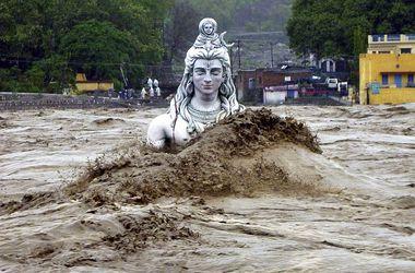 Наводнения в Индии и Пакистане забрали около 300 жизней