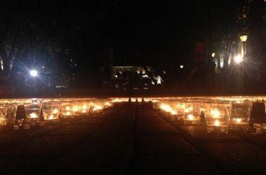 В Москве в память о погибших на Востоке Украине зажгли тысячи свечей