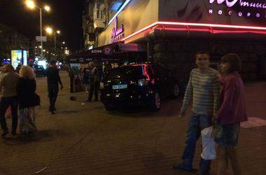 В Киеве машина с пьяным водителем влетела в стену стрип-бара
