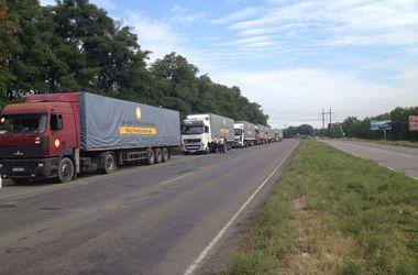 Второй эшелон гуманитарного рейса Рината Ахметова едет из Днепропетровска в Мариуполь