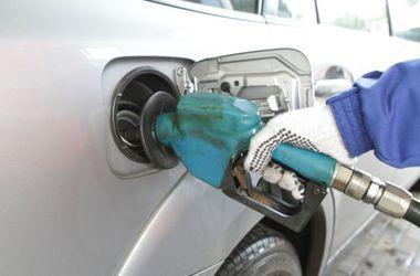 Бензин медленно дешевеет