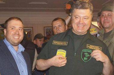 """Порошенко в Донбассе признал себя """"укропом"""" и спел гимн Украины"""