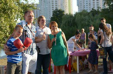 В Киеве ради лекарств для солдат продали перчатки Кличко