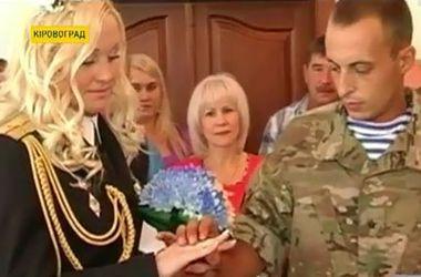 Раненый под Иловайском боец АТО сыграл свадьбу